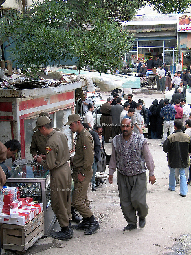 Iran 2004.A l'entr&eacute;e du bazar de Sanandaj.<br />