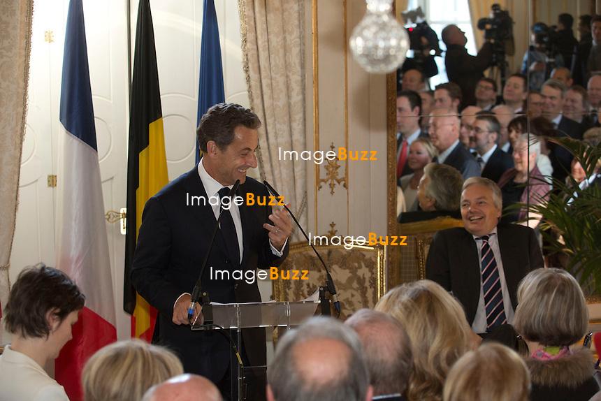 """NICOLAS SARKOZY EN VISTE A BRUXELLES -Nicolas Sarkozy remet la légion d'honneur à Didier Reynders, vice-Premier ministre MR et ministre des Affaires étrangères. La cérémonie s'est déroulée dans la galerie des glaces du Palais d'Egmont à Bruxelles.. Nicolas Sarkozy a quant à lui rendu un hommage appuyé au rôle de Didier Reynders pendant les 10 année qu'il a passées aux Finances. Non sans humour, il a aussi rassuré son auditoire. """"Je suis heureux d'être ici à Bruxelles à côté de Didier et des amis belges. Mais rassurez-vous, je n'ai pas vocation de m'installer ici""""..Bruxelles, 27/03/2013"""