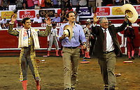 MANIZALES -COLOMBIA, 11-ENERO-2015. El torero espa–ol El July  y el ganadero Miguel Gutierrez triunfadores  en la plaza  Monumental de Manizales con toros  de la ganadería de Ernesto Gutierrez . / The Spanish bullfighter July  and Miguel Gutierrez winners in the Monumental Plaza de toros de Manizales with livestock Ernesto GutierrezPhoto: VizzorImage / Santiago Osorio / Stringer
