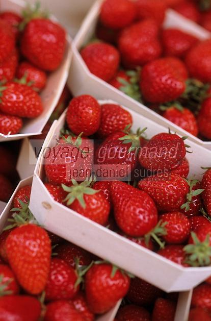 Europe/France/Bretagne/22/Côtes d'Armor/Saint-Brieuc: Détail fraises sur le marché