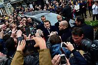 Emmanuel Macron saluta la folla all'uscita dalla sua casa<br /> Parigi 7/5/2017 Il candidato alle presidenziali francesi con il suo partito di centro, En Marche, al voto, dove lo aspetta una folla di sostenitori. Il candidato e' andato a votare con la moglie.<br /> Emmanuel Macron - candidat En Marche aux elections presidentielles de 2017<br /> et sa femme Brigitte Trogneux sortent du bureau de vote <br /> ambiance devant l hotel de Ville du Touquet<br /> Foto JB Autissier / Panoramic / Insidefoto