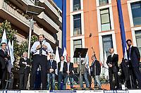 MONTESILVANO (PE) 04-05-2012 - L'ONOREVOLE ANTONIO DI PIETRO IN PIAZZA A MONTESILVANO A SOSTEGNO DI ATTILIA DI MATTIA, CANDIDATO SINDACO IDV ALLE PROSSIME ELEZIONI AMMINISTRATIVE COMUNALI..NELLA FOTO L'ON. ANTONIO DI PIETRO IDV CON ALLE SPALLE TUTTI I CANDIDATI AL COMUNE.FOTO DI LORETO