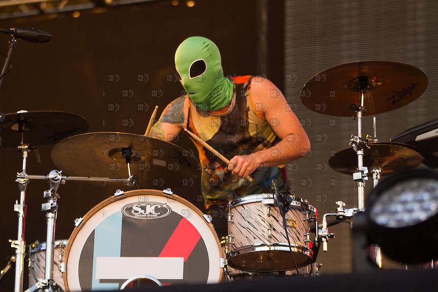 CIUDAD DE MÉXICO, DF.- Twenty One Pilots durante el segundo día del festival VIve Latino 2014 en el Foros Sol de la Ciudad de México. FOTO: ALEJANDRO MELÉNDEZ