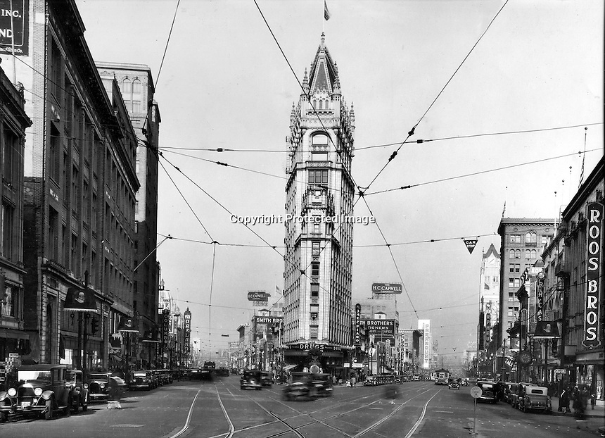 View looking north of Telegraph Ave on the left and Broadway on the right, downtown Oakland, California.<br />