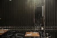 Paris Fete de la musique   Festa della Musica 2015  Music Festival  Cassa acustica e tavolino di ristorante