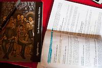 """Querétaro, Qro. 07 marzo 2014.- Esta mañana el STEUAQ rechazó la redacción del convenio que presuntamente, convenía a las dos partes y que propuso Conciliación y Arbitraje de la Secretaría del Trabajo. Por la mañana el sindicato de trabajadores envió un comunicado donde da a conocer que """"el rector de la Universidad autónoma de Querétaro Gilberto Herrera Ruiz detuvo las negociaciones entre el sindicato y el alma Mater para el levantamiento de la huelga, lo anterior al condicionar las 50 bases que se lograron en la mesa de negociaciones ante la Junta Local de Conciliación y Arbitraje"""".<br /> <br /> La propuesta del Rector, pretende establecer que en dichas plazas, que se otorgarían para este año, no estuvieran incluidos familiares de quien integra el Comité del sindicato y trabajadores sindicalizados.""""<br /> <br /> Ante este hecho, Laura Leyva, mencionó ante los delegados presentes que - contraviene a respetar el escalafón y la antigüedad, ambos contemplados en el Contrato Colectivo de esta institución-.<br /> <br /> <br /> Foto: Demian Chávez / Obture Press Agency."""