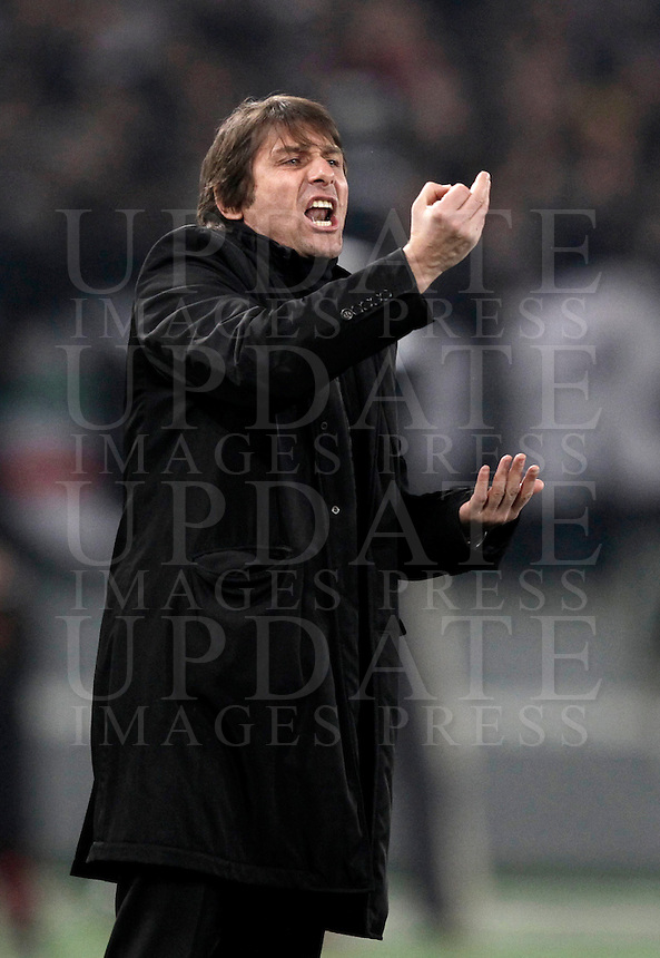 Calcio, Serie A: Roma vs Juventus. Roma, Stadio Olimpico, 16 febbraio 2013..Juventus coach Antonio Conte gestures during the Iitalian serie A football match between AS Roma and Juventus at Rome's Olympic stadium, 16 February 2013..UPDATE IMAGES PRESS/Isabella Bonotto