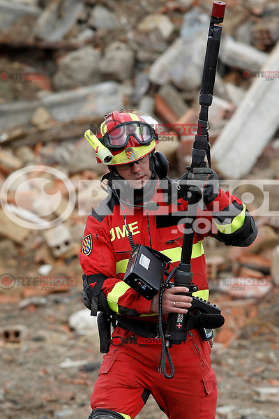 """One member of the Spanish army with a Geolocation system search for victims during Exercise """"GAMMA PALAZUELOS 2013"""" of theMIlitary Unit of Emergency (UME).March 11 ,2013. (ALTERPHOTOS/Acero) /NortePhoto"""