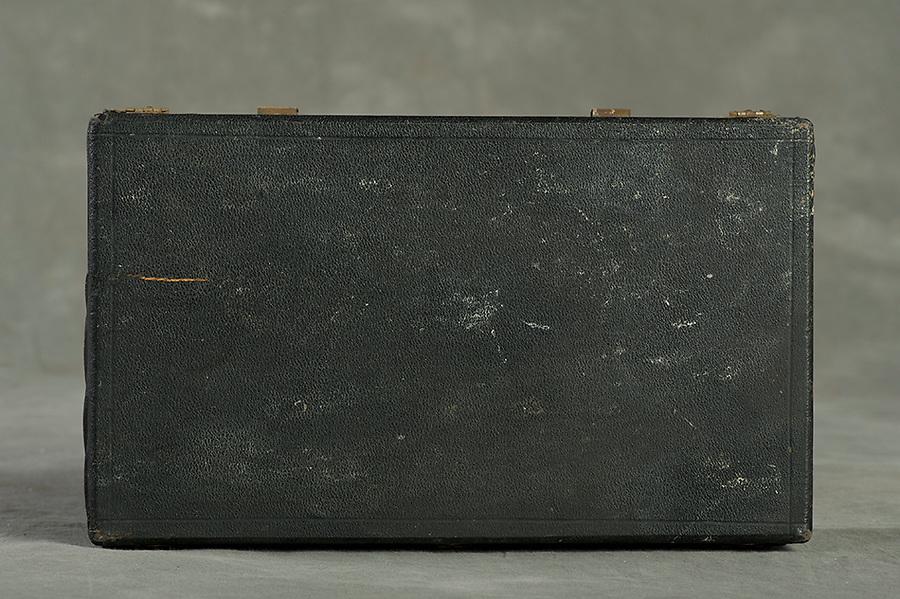 Willard Suitcases / No Name 3 / ©2014 Jon Crispin