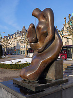 Henry Moore, Mother and Child 1983/84, Avenue de la Libert&egrave;, Luxemburg-City, Luxemburg, Europa<br /> ,  Luxembourg City, Europe
