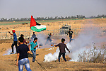 Palestinian protesters clash with Israeli troops following the tents protest where Palestinians demand the right to return to their homeland at the Israel-Gaza border, in Khan Younis in the southern Gaza Strip, June 14, 2019. Photo by Ashraf Amra