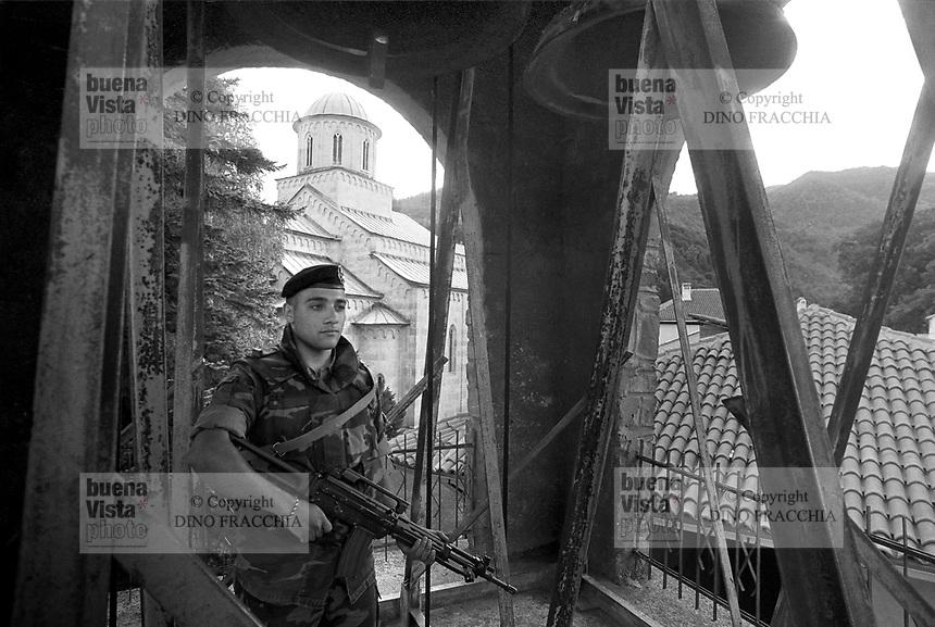 - Kosovo, Italian soldiers garrison the orthodox convent of Deciani<br /> <br /> - Kossovo, militari italiani presidiano il convento ortodosso di Deciani