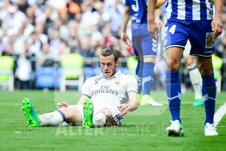 Real Madrid's Gareth Bale during La Liga match between Real Madrid and Deportivo Alaves at Stadium Santiago Bernabeu in Madrid, Spain. April 02, 2017. (ALTERPHOTOS/BorjaB.Hojas)
