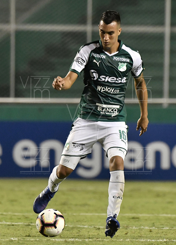 PALMIRA - COLOMBIA, 04-04-2019: Christian Rivera del Cali en acción durante el partido por la primera ronda de la Copa CONMEBOL Sudamericana 2019 entre Deportivo Cali de Colombia y Club Guaraní de Paraguay jugado en el estadio Deportivo Cali de la ciudad de Palmira. / Christian Rivera of Cali in action during the Match between Deportivo Cali of Colombia and Club Guarani of Paraguay as parto of Copa CONMEBOL Sudamericana 2019 played at Deportivo Cali stadium in Palmira city.  Photo: VizzorImage / Gabriel Aponte / Staff