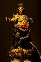 O Museu de Arte Sacra (MAS), localizado no Antigo Palácio Episcopal, foi inaugurado em 28 de setembro de 1998. Integrada ao Museu está a Igreja de Santo Alexandre (originalmente Igreja de São Francisco Xavier), construída pelos padres jesuítas com participação do trabalho indígena entre o fim do século XVII e início do século XVIII. Dentre as várias modificações arquitetônicas e decorativas que sofreu, a Igreja herdou como estilo predominante o barroco e foi inaugurada em 21 de março de 1719. Com mais de 400 peças, o acervo do Museu é composto por imagens e objetos sacros dos séculos XVIII ao XX. As coleções, a princípio constituídas pelas peças da própria Igreja de Santo Alexandre, foram depois enriquecidas com peças provenientes de outras igrejas do Pará e de coleções particulares.<br /> Belém, Pará, Brasil.<br /> Foto Paulo Santos<br /> 29/09/2009