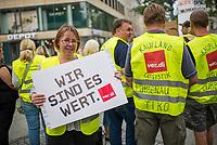 Streik im Berliner und Brandenburger Einzelhandel.<br /> Am Freitag den 18. August 2017 rief die Dienstleistungsgewerkschaft ver.di die Beschaeftigten des Einzelhandels der Region Berlin-Brandenburg zum Streik auf.<br /> In den bisherigen Tarifverhandlungen mit dem Handelsverband fuer die Region Berlin-Brandenburg haben haben die Arbeitgeber eine Lohnerhoehung von 1,8 bis 2 Prozent angeboten, ohne eine Angleichung von Urlaubs- und Weihnachtsgeld auf Westniveau. Verkaeuferinnen in Brandenburg erhalten immer noch mehr als 420 Euro jaehrlich weniger als ihre Kolleginnen in Berlin.<br /> Vom Streik betroffen waren Betriebe der Unternehmen Galeria Kaufhof Cottbus, Kaufland, Kaufland Logistik, H & M, Rewe/Penny, Thalia, IKEA, real und Zara. Mehrere Hundert Gewerkschaftsmitglieder aus Berlin und Brandenburg nahmen an der Streikkundgebung und Demonstration teil.<br /> Im Bild: Petra Ringer, Landesfachbereich Handel Berlin-Brandenburg.<br /> 18.8.2017, Berlin<br /> Copyright: Christian-Ditsch.de<br /> [Inhaltsveraendernde Manipulation des Fotos nur nach ausdruecklicher Genehmigung des Fotografen. Vereinbarungen ueber Abtretung von Persoenlichkeitsrechten/Model Release der abgebildeten Person/Personen liegen nicht vor. NO MODEL RELEASE! Nur fuer Redaktionelle Zwecke. Don't publish without copyright Christian-Ditsch.de, Veroeffentlichung nur mit Fotografennennung, sowie gegen Honorar, MwSt. und Beleg. Konto: I N G - D i B a, IBAN DE58500105175400192269, BIC INGDDEFFXXX, Kontakt: post@christian-ditsch.de<br /> Bei der Bearbeitung der Dateiinformationen darf die Urheberkennzeichnung in den EXIF- und  IPTC-Daten nicht entfernt werden, diese sind in digitalen Medien nach §95c UrhG rechtlich geschuetzt. Der Urhebervermerk wird gemaess §13 UrhG verlangt.]