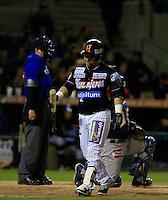 Jose Amador es ponchado ,durante primer  juego de la serie de beisbol entre Yaquis de Obregon vs Naranjeros de Hermosillo de la Liga Mexicana del Pacifico en Estadio Sonora.<br /> Hermosillo Sonora  27 diciembre 2014. <br /> (CreditoFoto:Luis Gutierrez)