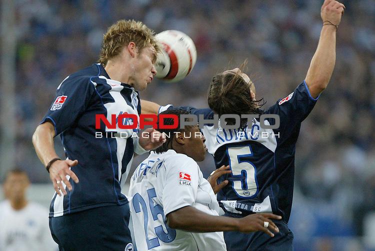 Bundesliga 2004/2005 -  Hamburger SV <br /> <br /> Hamburger SV vs Hertha BSC Berlin<br /> <br /> Emile Mpenza hat im Kopfball wenig Chancen gegen die Berliner Oliver Schroeder (SchrŲder) und Niko Kovac.<br /> <br /> Foto &copy; nordphoto - Anja Heinemann<br /> <br /> <br /> <br /> <br /> <br /> <br /> <br />  *** Local Caption *** Foto ist honorarpflichtig! zzgl. gesetzl. MwSt.<br /> <br /> Belegexemplar erforderlich<br /> <br /> Adresse: nordphoto<br /> <br /> Georg-Reinke-Strasse 1<br /> <br /> 49377 Vechta