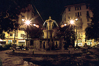 Milano, quartiere Bovisa, periferia nord. La fontana di piazza Bausan --- Milan, Bovisa district, north periphery. The fountain in Bausan square