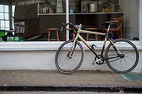 A vintage style bicycle leans against a cafe window in Tenby, Pembrokeshire, Wales, UK