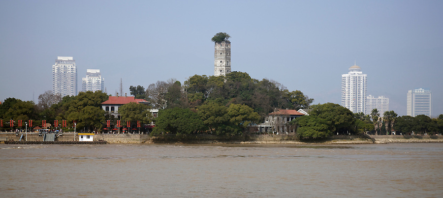 The Consulate (Left) And Customs Residences (Right) Under The East Pagoda On Jiangxin Island, Wenzhou (Wenchow).