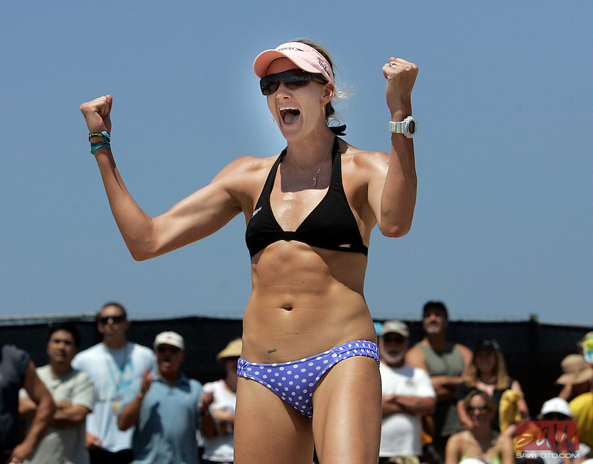 HERMOSA BEACH,CA - AUGUST 7,2009:   Two-time Olympic gold medalist Kerri Walsh celebrates a point at the AVP Hermosa Beach Open August 7, 2009..Spencer Weiner/Los Angeles Times