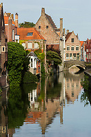 Belgique, Flandre Occidentale, Bruges, centre historique classé Patrimoine Mondial de l'UNESCO: Maisons flamandes sur les bords du canal Gouden-Handrei // Belgium, Western Flanders, Bruges, historical centre listed as World Heritage by UNESCO, Flemish houses on the banks of the Gouden-Handrei channel