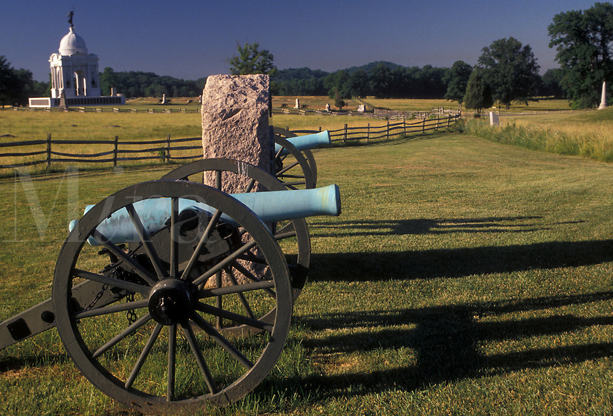 AJ2715, civil war, Gettysburg, cannon, battlefield, battery, battle, Gettysburg Military Park, Pennsylvania, Monuments, cannons and historical points scattered throughout Gettysburg National Military Park in Gettysburg in the state of Pennsylvania.