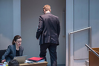 Plenarsitzung des Berliner Abgeordnetenhaus am Donnerstag den 25. Januar 2018.<br /> Im Bild: Der Regierende Buergermeister Michael Mueller, SPD, verlaest die Plenarsitzung um an den Gespraechen seiner Partei zur Vorbereitung der Koalitionsverhandlungen mit der CDU fuer eine moegliche Neuauflage der Grossen Koalition teilzunehmen.<br /> 25.1.2018, Berlin<br /> Copyright: Christian-Ditsch.de<br /> [Inhaltsveraendernde Manipulation des Fotos nur nach ausdruecklicher Genehmigung des Fotografen. Vereinbarungen ueber Abtretung von Persoenlichkeitsrechten/Model Release der abgebildeten Person/Personen liegen nicht vor. NO MODEL RELEASE! Nur fuer Redaktionelle Zwecke. Don't publish without copyright Christian-Ditsch.de, Veroeffentlichung nur mit Fotografennennung, sowie gegen Honorar, MwSt. und Beleg. Konto: I N G - D i B a, IBAN DE58500105175400192269, BIC INGDDEFFXXX, Kontakt: post@christian-ditsch.de<br /> Bei der Bearbeitung der Dateiinformationen darf die Urheberkennzeichnung in den EXIF- und  IPTC-Daten nicht entfernt werden, diese sind in digitalen Medien nach &sect;95c UrhG rechtlich geschuetzt. Der Urhebervermerk wird gemaess &sect;13 UrhG verlangt.]