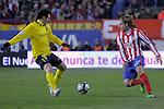 MADRID, Spain (14/02/10).-Liga BBVA de futbol. Partido Atletico de Madrid-FC Barcelona..Diego Forlan y Lionel Messi.©Raul Perez ..