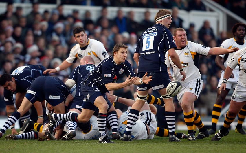 Photo: Richard Lane/Richard Lane Photography..Bristol Rugby v London Wasps. Guinness Premiership. 22/12/2007. .Bristol's Brian O'Riordan passes.