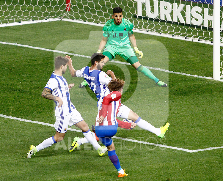 Atletico de Madrid's Antoine Griezmann (r) and Real Sociedad's Geronimo Rulli (t), Inigo Martinez (l) and Raul Navas during La Liga match. April 4,2017. (ALTERPHOTOS/Acero)