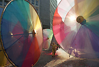 Milano, carnevale. Ruote colorate --- Milan, carnival. Colored wheels
