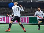 AMSTELVEEN - Justin Reid-Ross (Adam) brengt de stand op 2-2  tijdens de hoofdklasse competitiewedstrijd heren, AMSTERDAM-ROTTERDAM (2-2).rechts Valentin Verga (Adam) .  COPYRIGHT KOEN SUYK