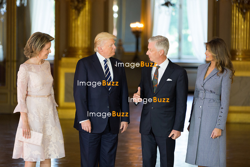 Le pr&eacute;sident am&eacute;ricain Donald Trump et sa femme Melania Trump sont re&ccedil;us en audience par le roi Philippe de Belgique et la reine Mathilde de Belgique au Palais Royal, &agrave; l'occasion de sa premi&egrave;re visite aupr&egrave;s de l&rsquo;Otan et l&rsquo;UE.<br /> Belgique, Bruxelles, 24 mai 2017.<br /> Queen Mathilde of Belgium, US President Donald Trump, King Philippe of Belgium and First Lady of the US Melania Trump pose prior a reception at the Royal Palace in Brussels, Wednesday 24 May 2017. President of The United States of America Trump is on a two day visit to Belgium, to attend a NATO (North Atlantic Treaty Organization) summit.<br /> Belgium, Brussels, 24 May 2017