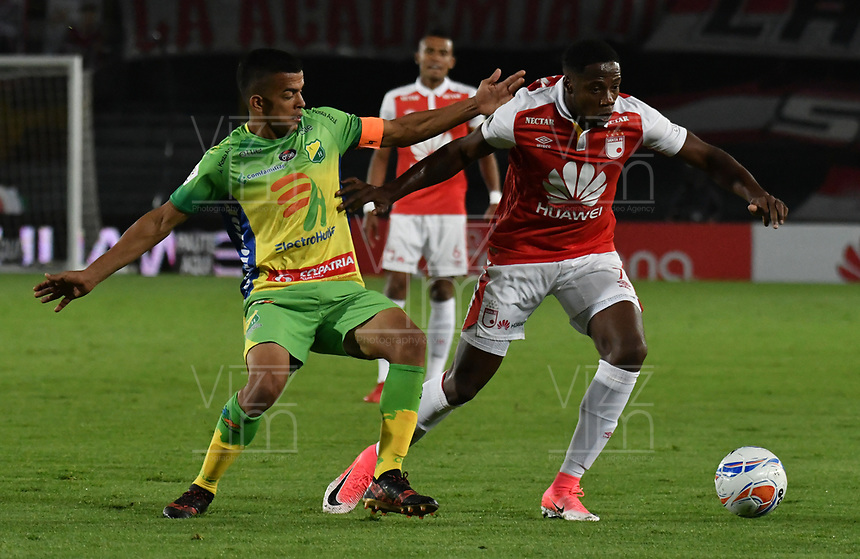 BOGOTA - COLOMBIA - 17 - 03 - 2018: Leyvin Balanta (Der.) jugador de Independiente Santa Fe, disputa el balón con Michael Ordoñez (Izq.) jugador de Atletico Huila, durante partido de la fecha 9 entre Independiente Santa Fe y Atletico Huila, por la Liga Aguila I 2018, en el estadio Nemesio Camacho El Campin de la ciudad de Bogota. / Leyvin Balanta (R) player of Independiente Santa Fe struggles for the ball with Michael Ordoñez (L) player of Atletico Huila, during a match of the 9th date between Independiente Santa Fe and Atletico Huila, for the Liga Aguila I 2018 at the Nemesio Camacho El Campin Stadium in Bogota city, Photo: VizzorImage / Luis Ramirez / Staff.