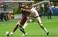 IBAGUE - COLOMBIA, 04-08-2019: Carlos Robles del Tolima disputa el balón con Juan S Pedroza del Santa Fe durante partido entre Deportes Tolima e Independiente Santa Fe por la fecha 4 de la Liga Águila II 2019 jugado en el estadio Manuel Murillo Toro de la ciudad de Ibagué. / Carlos Robles of Tolima struggles the ball with Juan S Pedroza of Santa Fe during match between Deportes Tolima and Independiente Santa Fe for the date 4 as part of Aguila League II 2019 played at Manuel Murillo Toro stadium in Ibague. Photo: VizzorImage / Juan Carlos Escobar / Cont