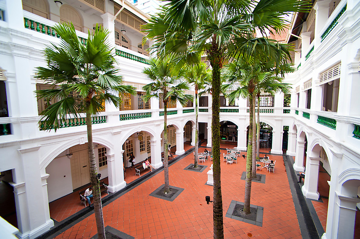 Tourists and guests shopping at raffles courtyard for Most luxurious hotel in singapore