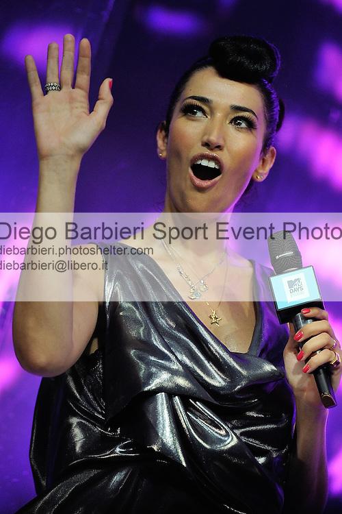 (KIKA) - TORINO, 29/06/2012 - Nina Zilli si esibisce durante la prima serata degli MTV Days in piazza Castello a Torino, il 29 giugno 2012.