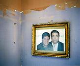 KOS / Kosovo /Mitrovica / 01.07.2009 / Lager Ostaroda, Foto von Opfern, die im Kosovokrieg entführt und ermordet wurden