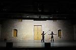 TROIS SOUFFLES<br /> <br /> Chor&eacute;graphie : Laurence Pages, Christina Towles<br /> Danse : Mathilde Duclaux, Julie Meyer-Heine, Leonardo Montecchia<br /> Lieu : Salle des charpentes, fondation Royaumont<br /> Le 20/09/2013<br /> &copy; Laurent Paillier / photosdedanse.com