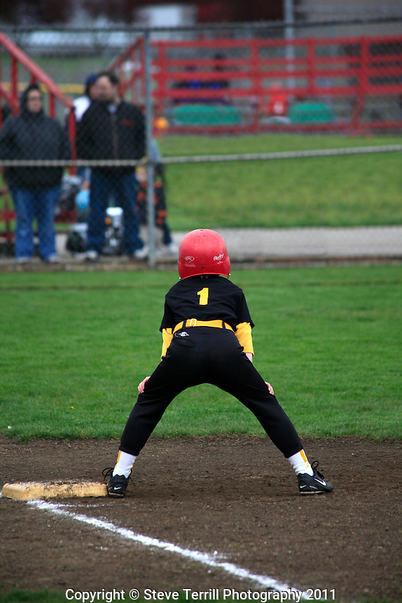 Ashton on first base baseball