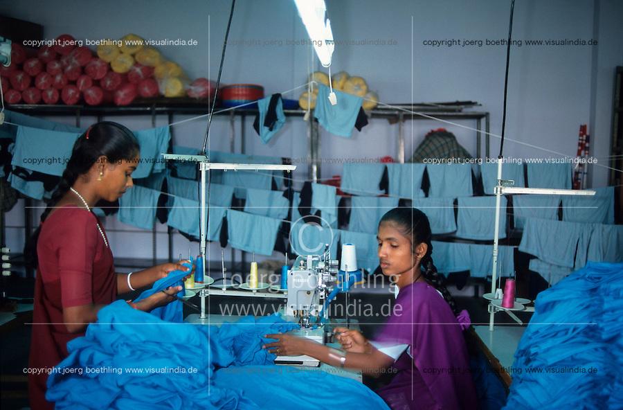 """Asien Indien IND Tamil Nadu Tirupur , .Arbeiter in einer Textilfabrik n?hen T-shirts f?r den Export fuer westliche Textildiscounter - Industrie Textil Textilien saubere Kleidung Textilbetriebe Globalisierung Arbeit Textilarbeiter  Dritte Welt Billiglohnl?nder WTO ILO xagndaz   .Third world Asia India .worker sew T-shirts for export in textile unit at textile industry place T-shirt town Tirupur in Tamil Nadu - textiles globalization trade clothes clean campaign  ccc garments fabric cotton industries labour labourer .   [copyright  (c) Joerg Boethling/agenda , Veroeffentlichung nur gegen Honorar und Belegexemplar an / royalties to: agenda  Rothestr. 66  D-22765 Hamburg  ph. ++49 40 391 907 14  e-mail: boethling@agenda-fototext.de  www.agenda-fototext.de  Bank: Hamburger Sparkasse BLZ 200 505 50 kto. 1281 120 178  IBAN: DE96 2005 0550 1281 1201 78 BIC: """"HASPDEHH""""] [#0,26,121#]"""