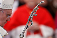 Papa Francesco al termine della messa per la Solennita' di Maria SS.ma Madre Dio, nella Basilica di San Pietro, Citta' del Vaticano, 1 gennaio 2015.<br /> Pope Francis leaves at the end of the New Year mass in St. Peter's Basilica at the Vatican, 1 January 2015.<br /> UPDATE IMAGES PRESS/Isabella Bonotto<br /> <br /> STRICTLY ONLY FOR EDITORIAL USE