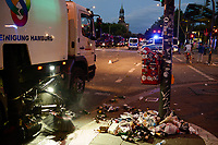 GERMANY, Hamburg, Good bye hell, police going home, big cleaning after protest rally on St. Pauli against G-20 summit in july 2017 / DEUTSCHLAND, Hamburg, St. Pauli, Stadtreinigung nach Protest Demo gegen G20 Gipfel in Hamburg im Einsatz, Goodby hell