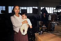 San Donnino.Firenze..Laboratorio di pelletteria dove lavorano immigrati cinesi.Chinese immigrants work in a leather Laboratory....