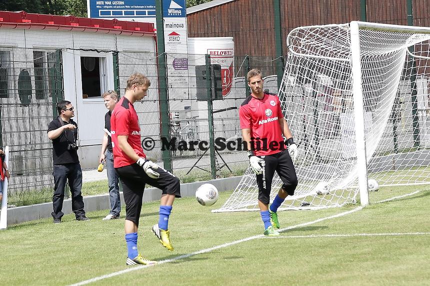 Felix Wiewald und Kevin Trapp - Eintracht Frankfurt vs. VfR Aalen