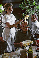 "Europe/France/Auvergne/12/Aveyron : Aubrac - Baptême de l'aligot au restaurant ""Chez Germaine"" par Adrienne la fille de Germaine [Non destiné à un usage publicitaire - Not intended for an advertising use]  <br /> PHOTO D'ARCHIVES // ARCHIVAL IMAGES<br /> FRANCE 1990"