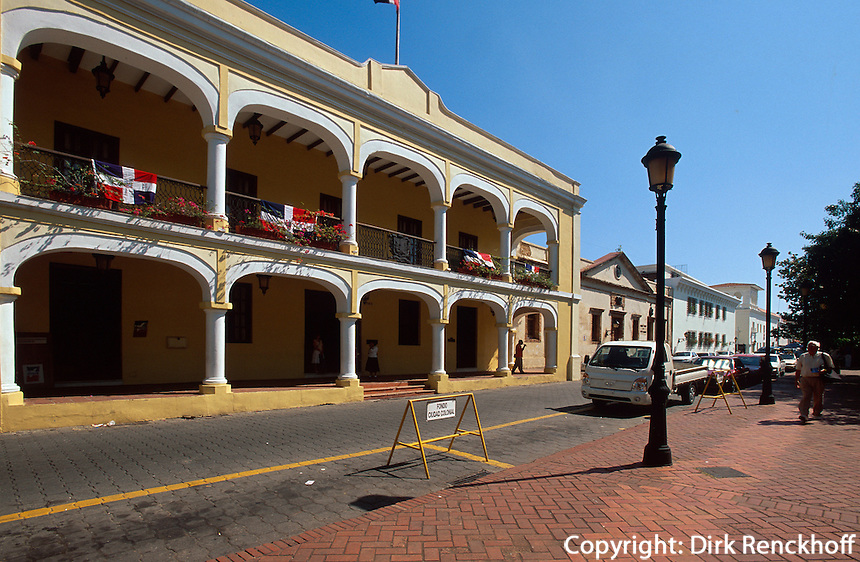 Dominikanische Republik, Stadtverwaltung am Parque de Colon in Santo Domingo