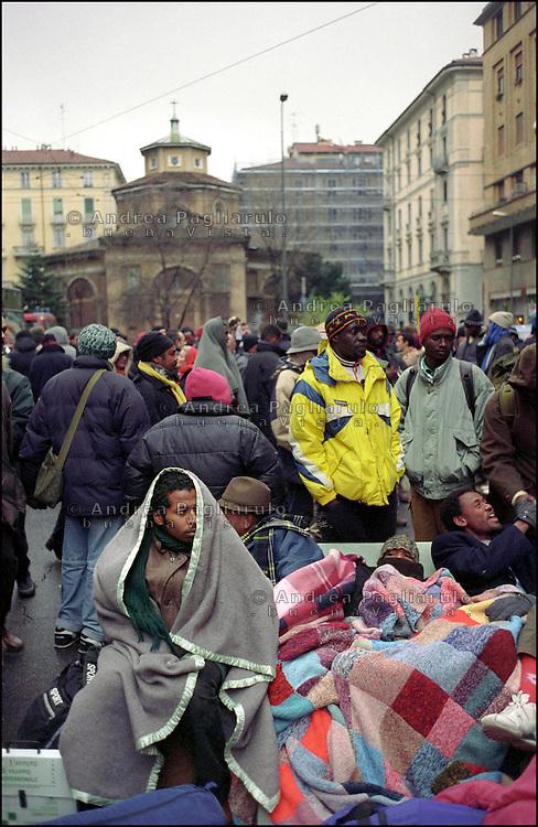 Milano, sgombero casa occupata da immigrati in via Lecco. <br /> Milan, cleared inhabited house in via Lecco.